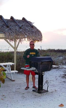 Casa Playa Resort: Grilling out was great !