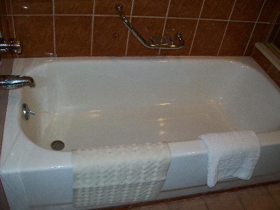 bath tub =) - picture of greenstone serviced residences makati