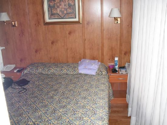Hostal Plaza: room I stayed in in the hostal