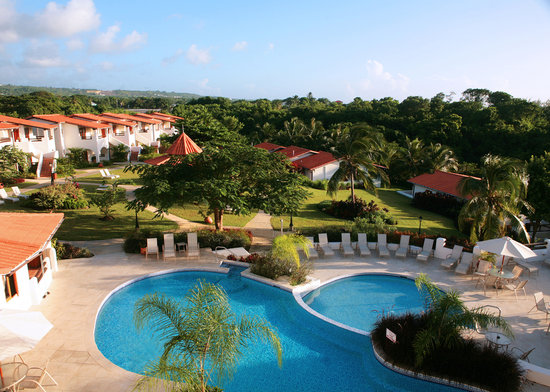 Sugar Cane Club Hotel & Spa: Pool and gardens