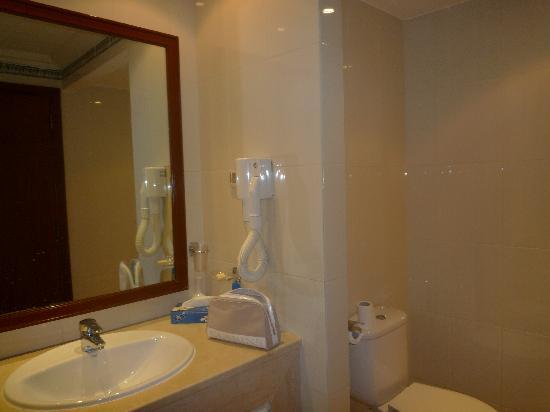 Hotel le Consul : mobilier de salle de bain