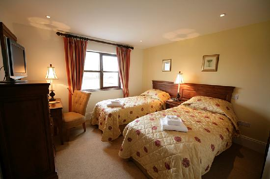 Adare Villas: Twin Bedroom