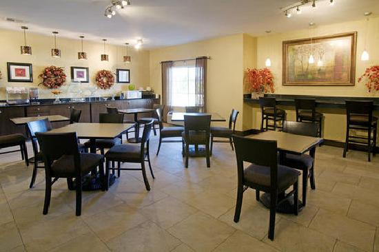 Best Western Oakdale Inn: Breakfast Room