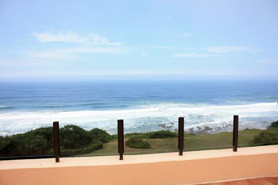 Shining Waters: Blick von der geräumigen Terrasse der großen Suite