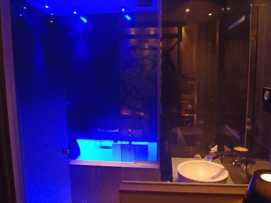 Hôtel Design Secret de Paris: bathroom