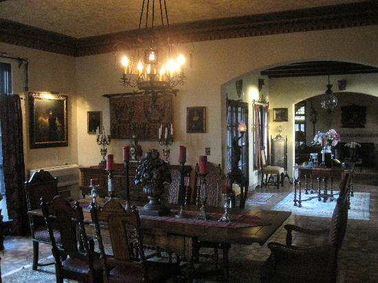 The Villa Bed and Breakfast: Dining room