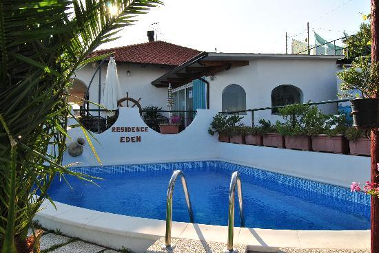Residence Eden: Piscina