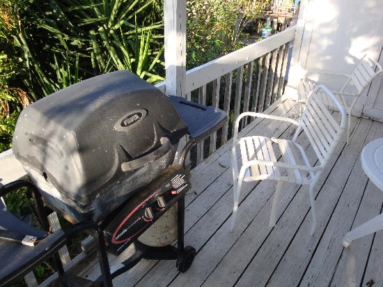 Star Villas: Rusty uselss grill on warn deck with broken chair.