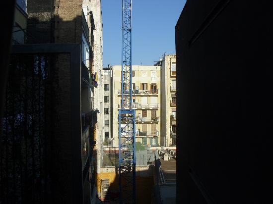 โรงแรมบี: autre vue de la fenêtre de la chambre, on ne s'en lasse pas