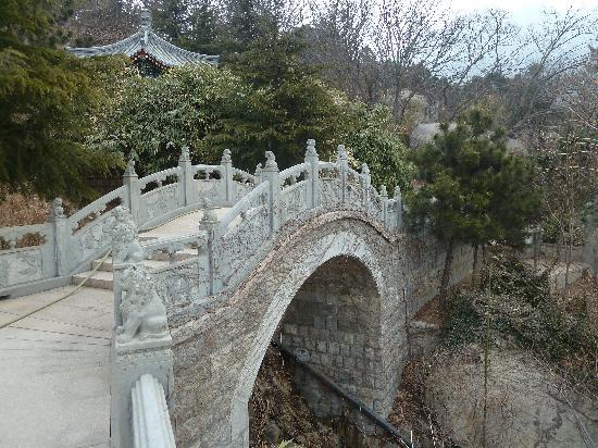 Qingdao, China: Brücke