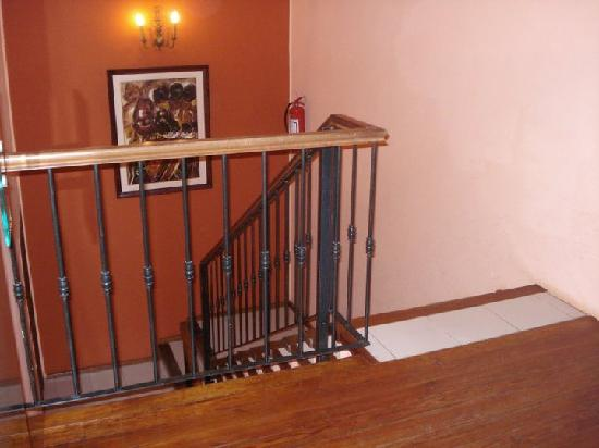 Hotel Beltran: primer piso del hotel solo escaleras