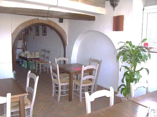 Mingo Bar Restaurante : Terrace restaurant - open air in summer
