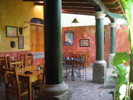 Blind Lemon's Restaurant & Cafe: Outdoor Dining Patio