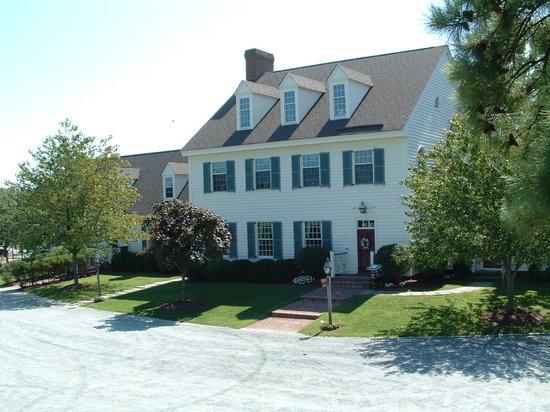 The Inn at Osprey Point: Front view of the main Inn