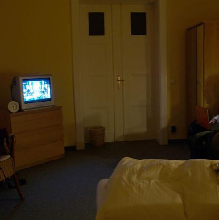Gaestehaus Stadt Metz: Schlafzimmer bei Nachtbeleuchtung