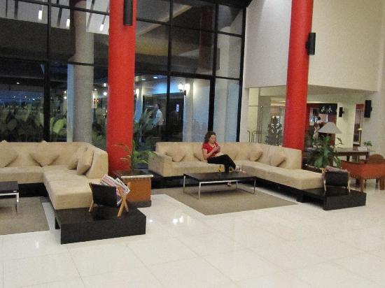 Chiangmai Hill 2000 Hotel: hotel lobby