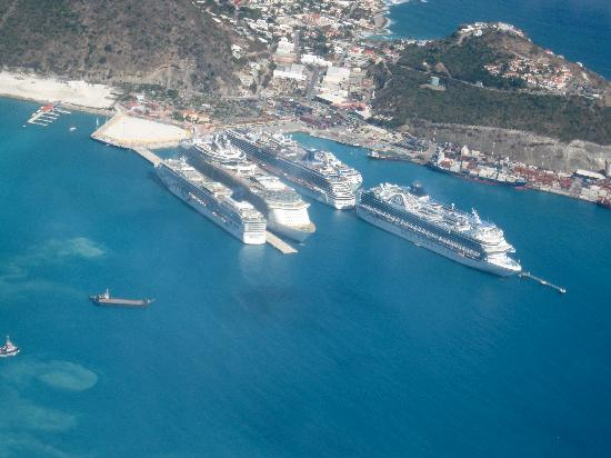 St Martin / St Maarten: Cruise ships at rest, from the plane