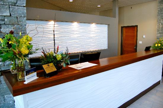 BEST WESTERN PLUS Revelstoke: Our Front Desk
