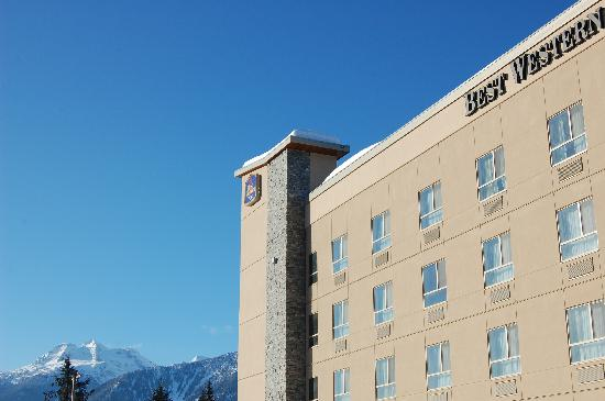 BEST WESTERN PLUS Revelstoke: Mt. Begbie in background