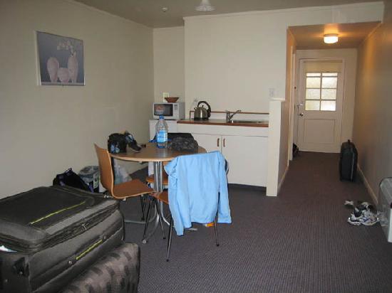 Capital Gateway Motor Inn : Kitchenette area