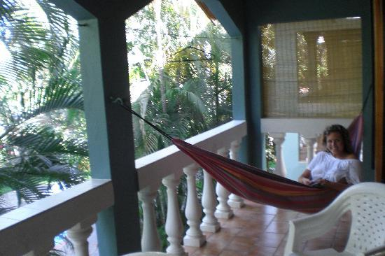 Casa Lora Apartments: balcony with hammock