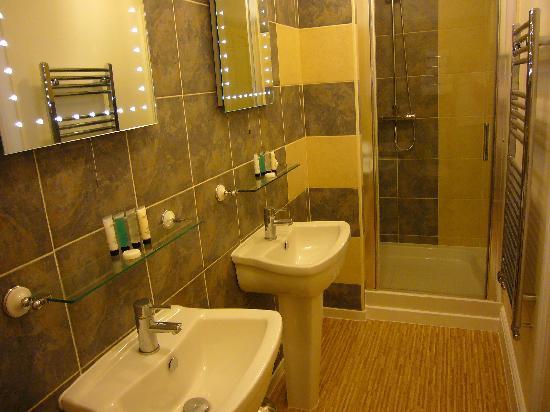 White Rose Guest House: Luxury King Room En-suite
