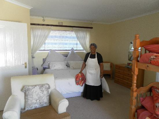 Sunset Lodge: The maid, Beauty, kept everything immaculate, and did my laundry.