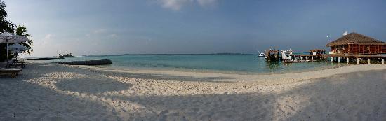 Maafushivaru: view onto beach