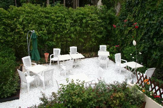 Hotel de La Cote Fleurie : Jardin intérieur
