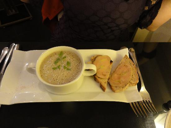 Le Tourbillon: Asparagus soup with Foie Gras on toast