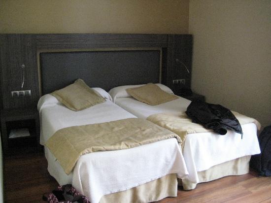 oasis hotel barcelona room picture of hotel oasis barcelona tripadvisor. Black Bedroom Furniture Sets. Home Design Ideas