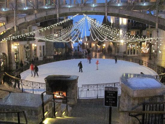 Lion Square Lodge: Ice skating rink, also one in Vail village at Solaris