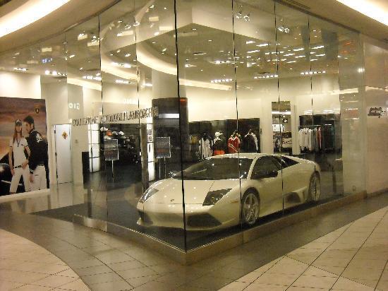 Aberdeen Centre: lamborghini store at aberdeen