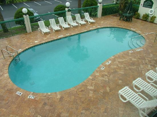 Wingate by Wyndham Tampa/At USF : Pool open from7AM-10PM
