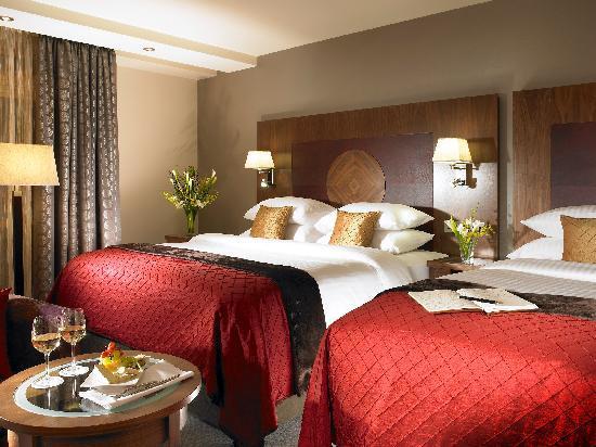 Westport Plaza Hotel : Deluxe Twin Bedroom