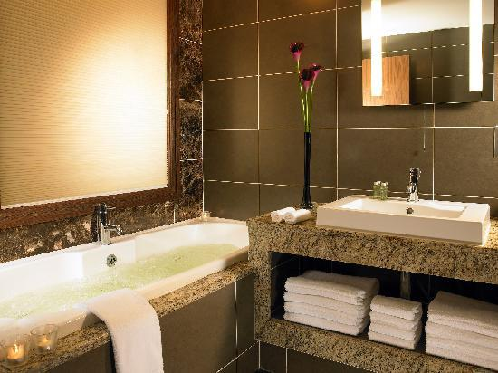 Westport Plaza Hotel : Bathroom