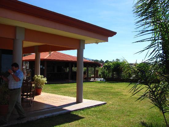 Casa Naranja: grounds