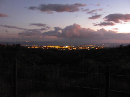 Casa Naranja: view at night