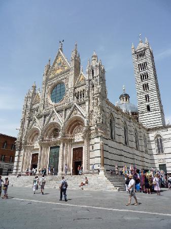 Cathédrale Notre-Dame-de-l'Assomption de Sienne : 本当にきれいな外観