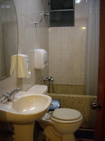 Toyama Pension: 共同のバス・トイレ