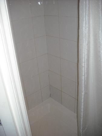 Chiswick Court Hotel : Badezimmer / Dusche