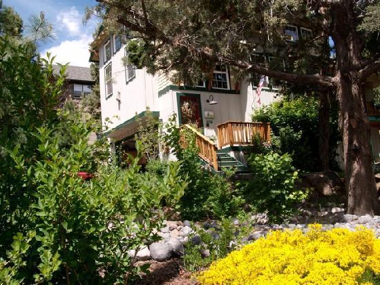Hillside Inn B&B: Spring