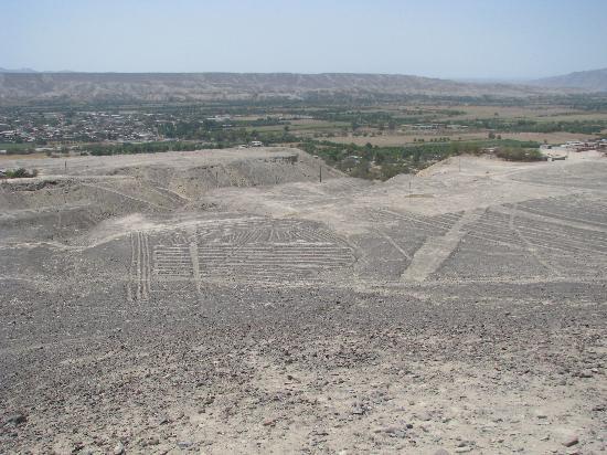 """Geoglifos de Palpa: Trapezi e """"orologio"""""""