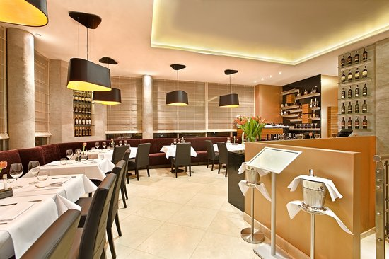 Mosaiq Restaurant & Wine Lounge: Restaurant upstairs
