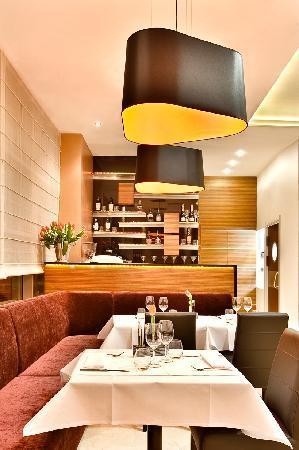 Mosaiq Restaurant & Wine Lounge: Restaurant
