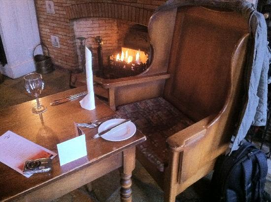 The Boatshed Restaurant: Relaxing meal by the fire