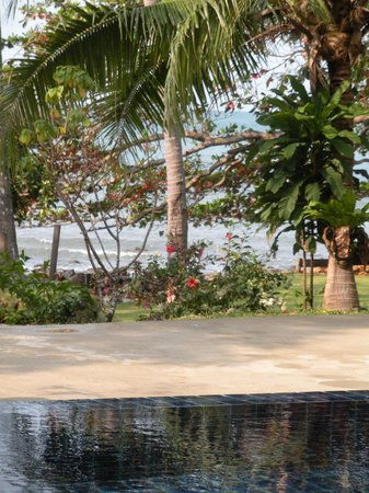 Warapura Resort: pool, view on the massage area