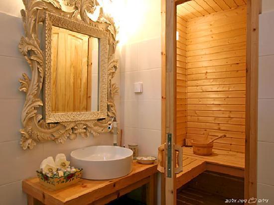 Villa Romantica: Ensuite Shower And Sauna