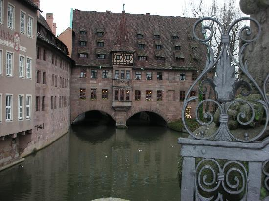 Heilig Geist Spital: vista del locale da un ponte pedonale