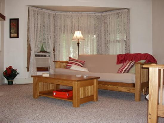 The Westside Guest House: The Residence has a spacious living room.